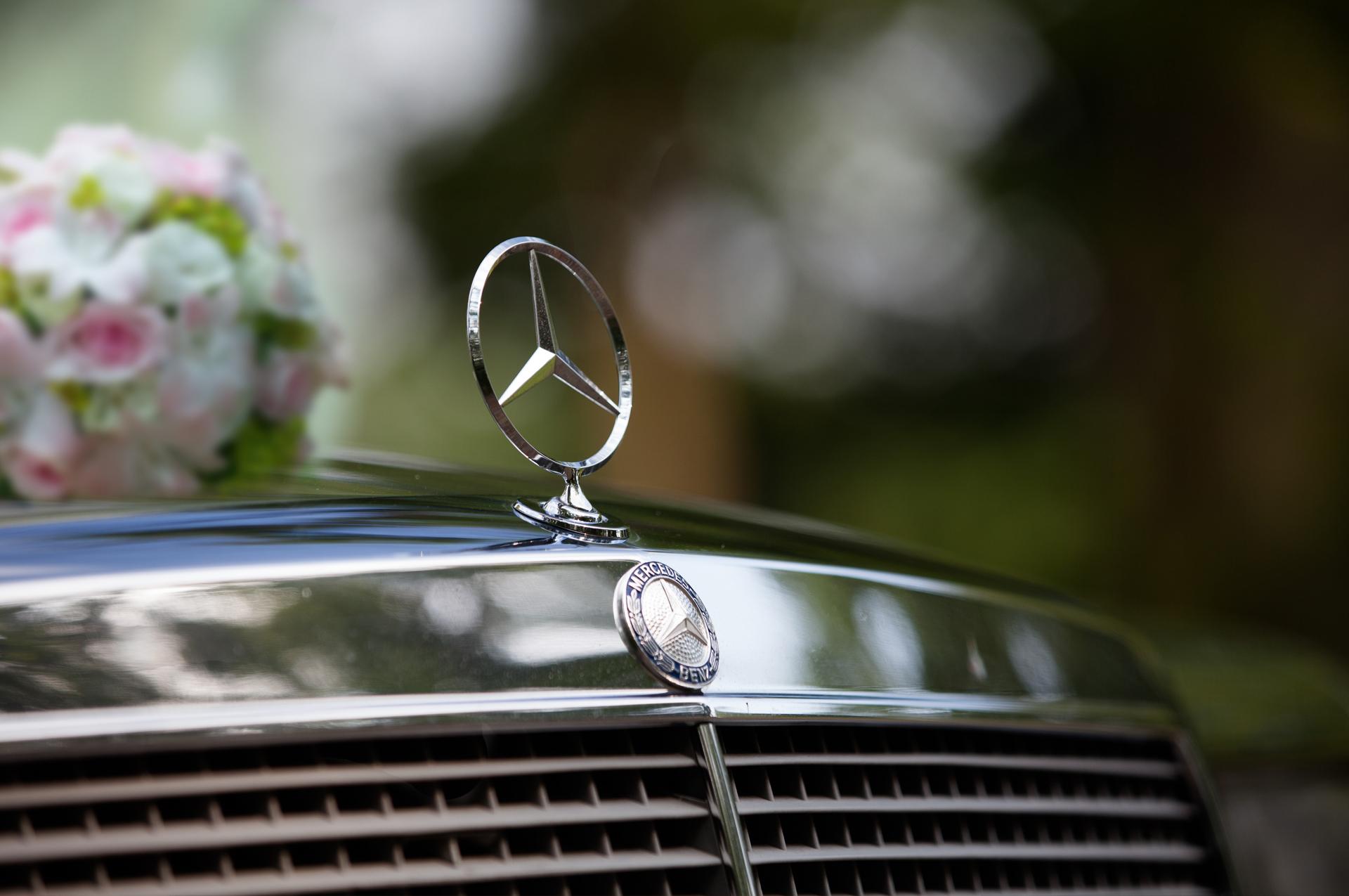 samochód do ślubu auto do ślubu luksusowy mercedes